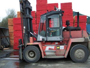 mounting and dismounting forklifts 1