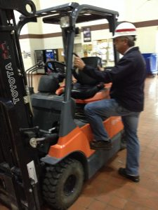 mounting and dismounting forklifts 2