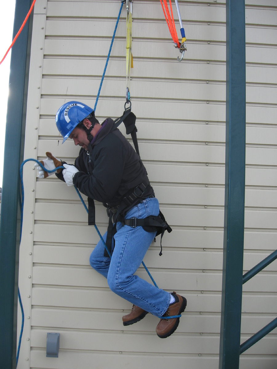 Fall Protection Meeting The Usace S Requirements D2000